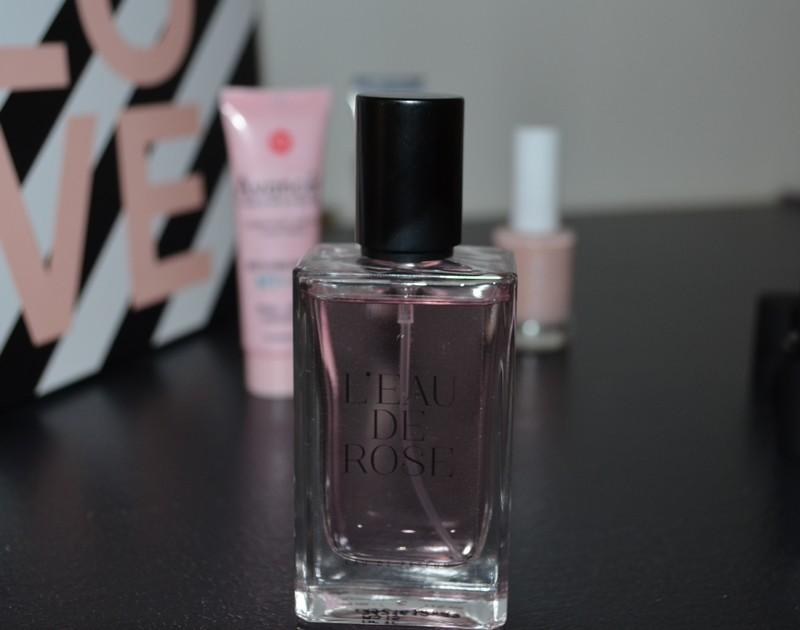 parfum L'Eau de rose de Jeanne Arthes