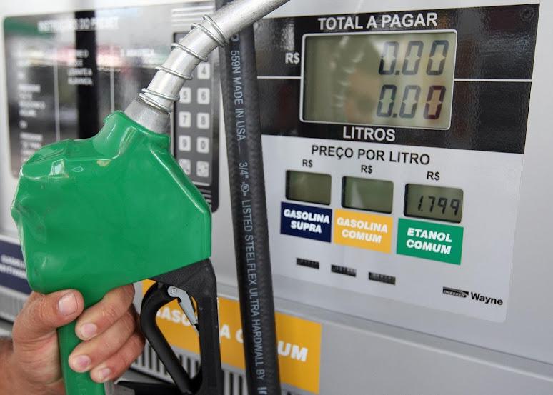 Petrobras aumenta gasolina e mantém preço do diesel inalterado