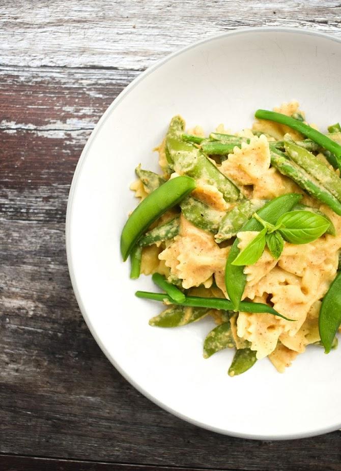 vegan cauliflower pasta in a pasta bowl