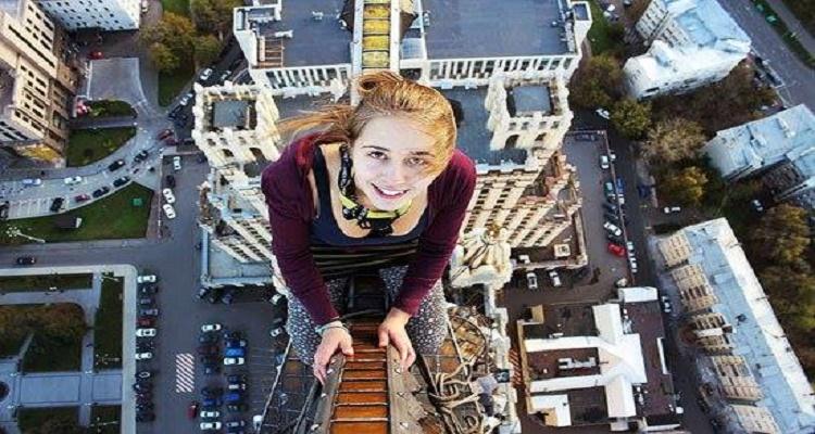 أخطر 7 صور سيلفي في العالم إلتقطتها فتاة روسية...رقم 5 صادمة