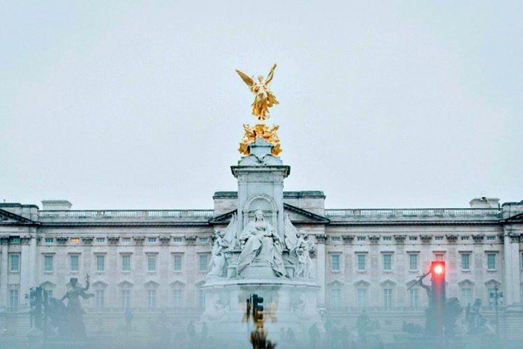 Buckingham Sarayı, Londra'nın en nezih bölgelerinden birindedir ve manzarası gerçekten harikadır.