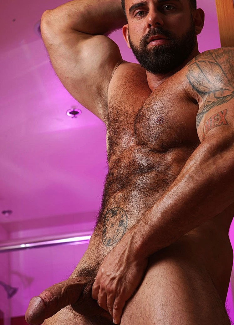 Girls fucked dvd hairy male man muscle naked