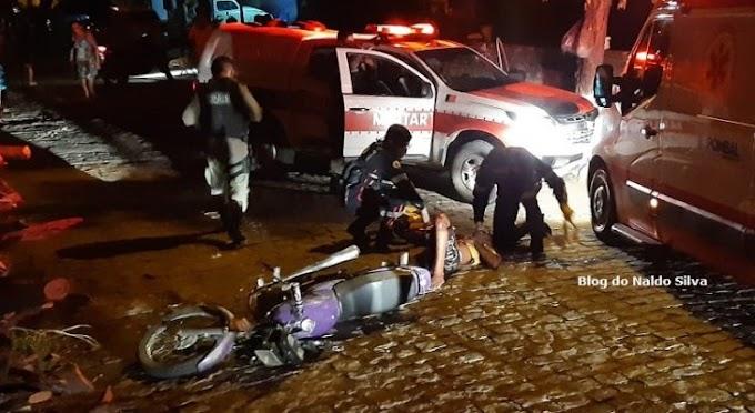 Dupla em moto foge da polícia e acaba batendo de frente com viatura, no sertão da PB