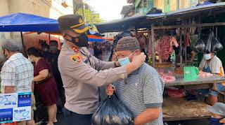 Lewat Patroli PPKM Level IV, Kapolres AKBP Kadarislam Ajak Warga Patuhi Prokes dan bagikan Masker