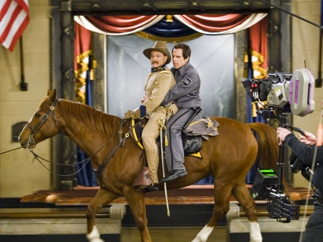Larry (Stiller) y Roosevelt (Williams) montando a caballo
