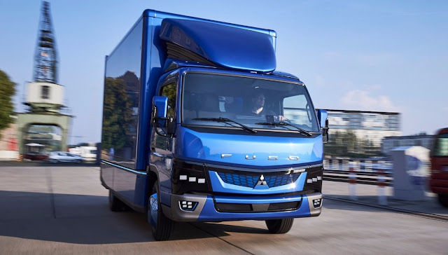 gambar truk fuso canter