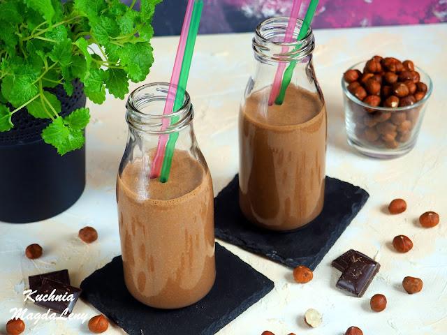 Mleczny koktajl czekoladowo-orzechowy