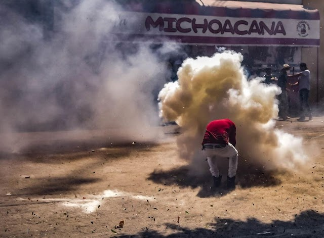 Daredevil people hammered 'bombs' during Mexican festival