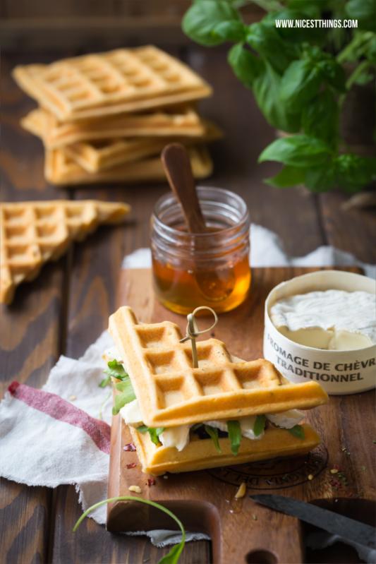 Herzhafte Waffel Sandwiches mit Thermomix Rezept, Ziegenkäse und Honig #waffelsandwich #thermomix #waffeln #ziegenkäse