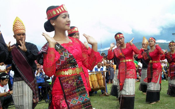 Get closer to traditional clothes throughout Indonesia