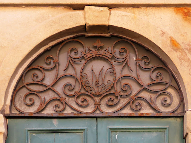 Detail of a front door on Scali delle Ancore, Livorno