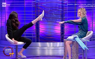 Francesca Chillemi alza la gamba da noi a ruota libera
