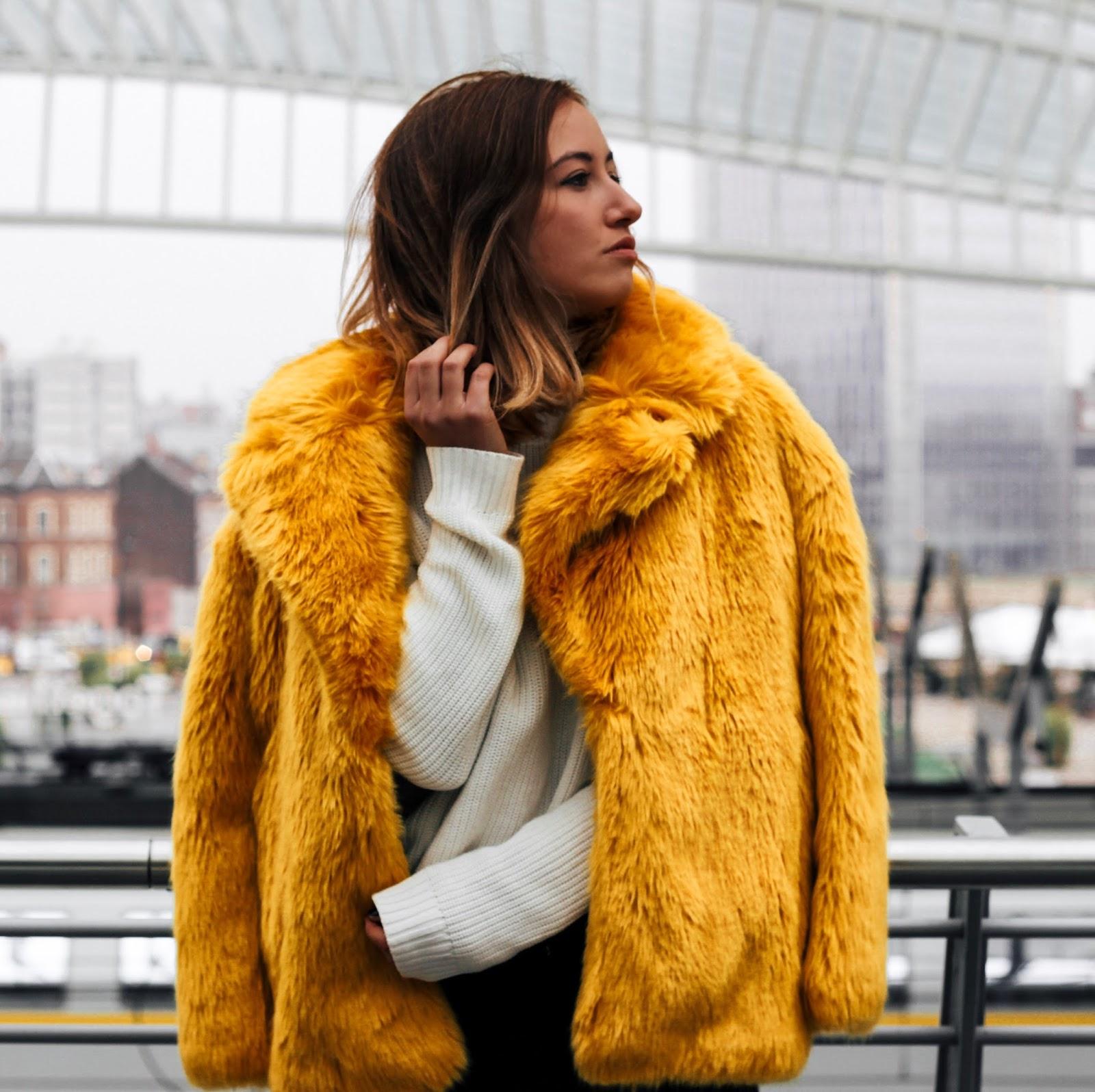 Veste jaune a la mode