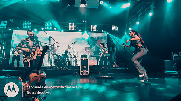 Mike-Bahia-Sorprendió-gala-premios-Latinos-Show-Awards-2019