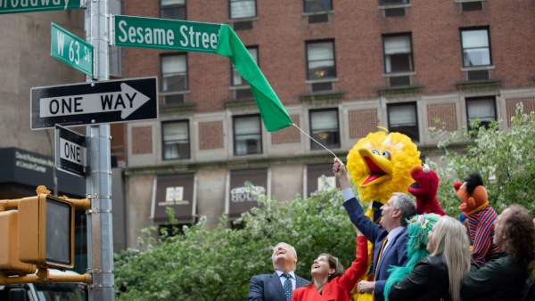 Los personajes de 'Barrio Sésamo' descubren, junto al alcalde de Nueva York, la Calle Sésamo