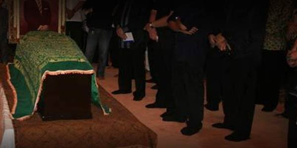Memakai Pakaian Hitam Saat Kematian Bukan Ajaran Islam, Itu PerbuatanBatil dan Tercela!