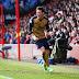 Sem ser brilhante, Arsenal vence e encosta no Tottenham