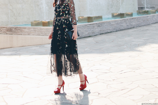 ファッションブロガー日本人,Mizuho K,今日のコーデ,SheIn_フローラル刺繍ブラックドレス,エスペランサ レッドハイヒール,ブラッククラッチバッグ,パールチョーカー、結婚式お呼ばれコーデ