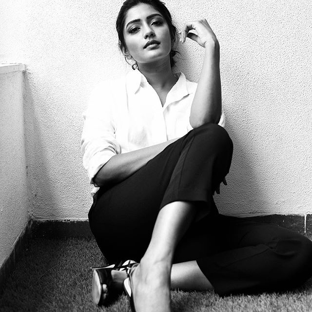 Eesha Rebba Stylish Stills Shared On Instagram Actress Trend