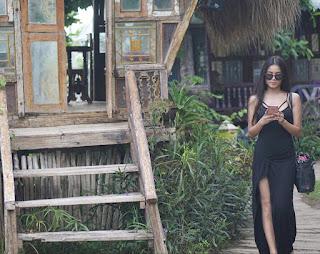 Belahan Dress Yunita Siregar sampai paha
