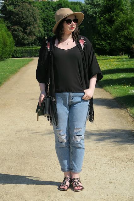 Kimono and Boyfriend Jeans Outfit