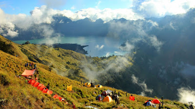 Plawangan Sembalun Crater Rim 2639 meter Mt Rinjani