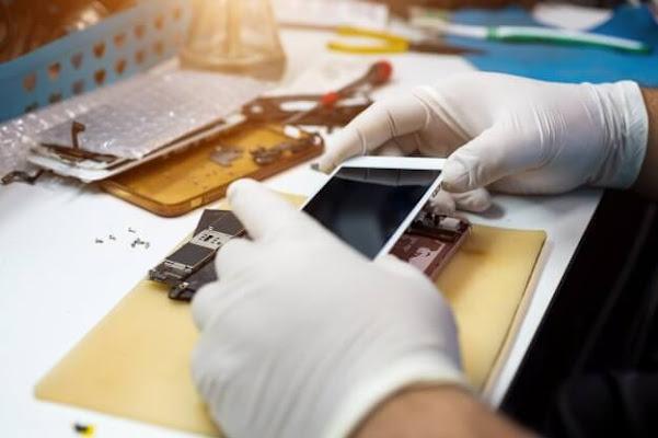 تشغيل تقنيين مصلحي الهواتف الذكية