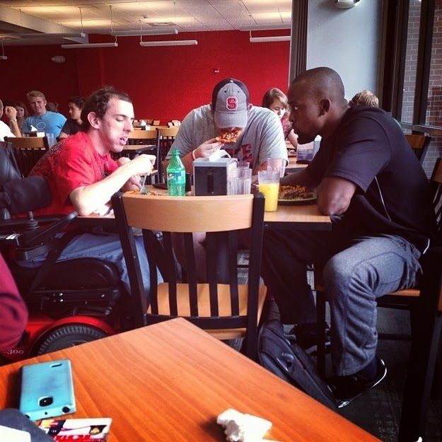 25 Photos Of People Who Will Inspire You - The moment two North Carolina State football players didn't want this student to eat lunch by himself.