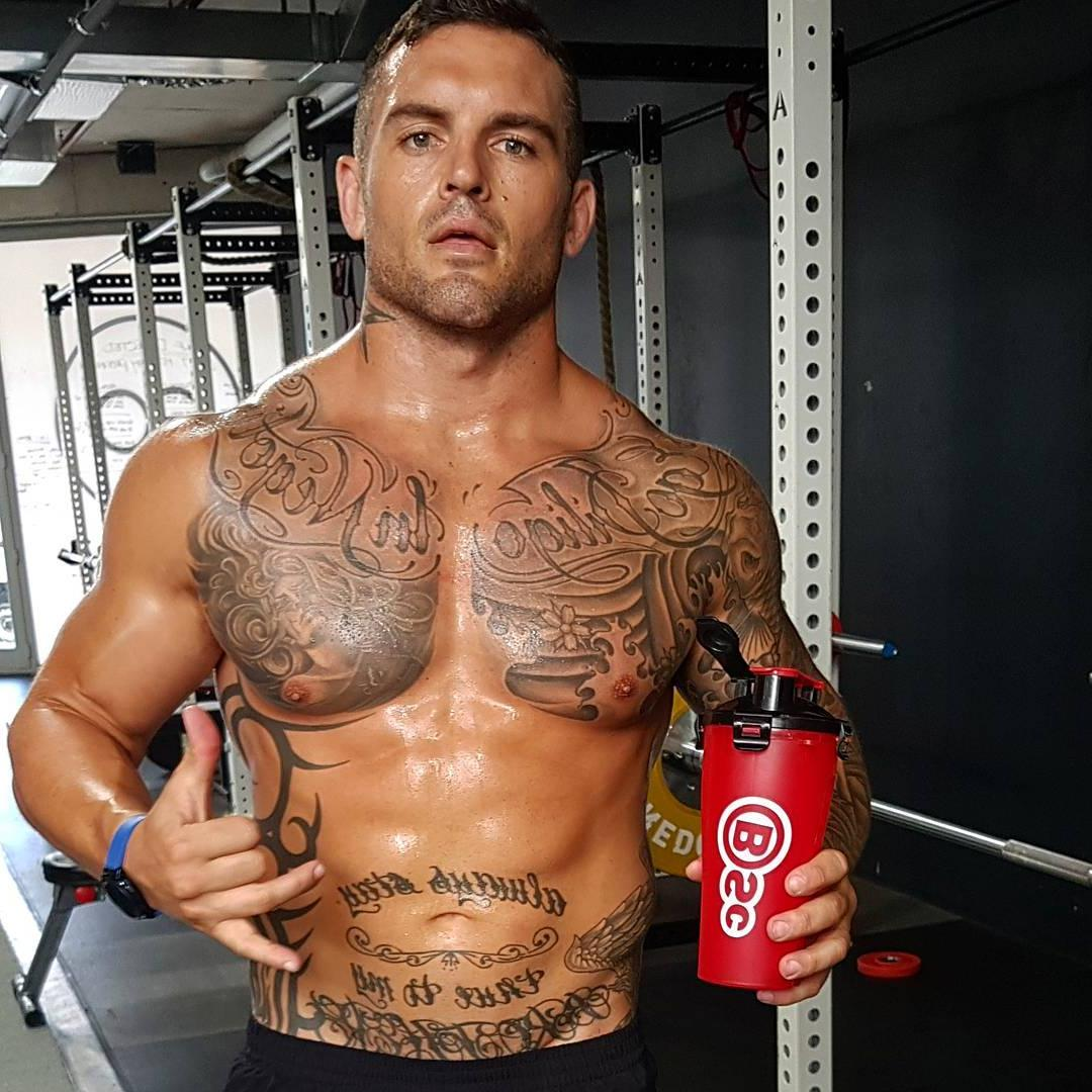 real-manly-tattoo-dilf-fit-men-pictures-daddy-without-shirt