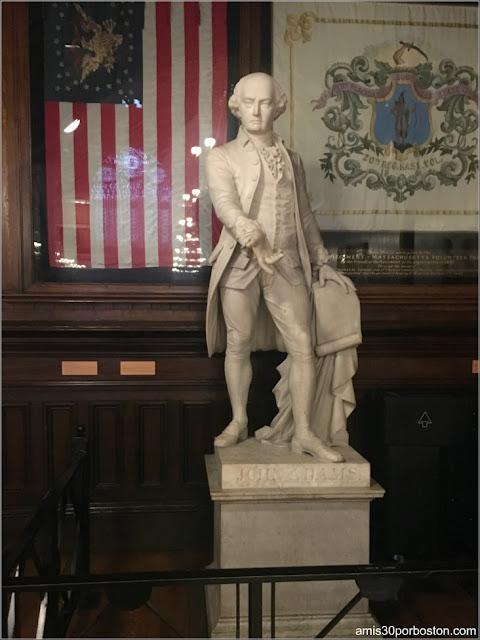 Escultura de John Adams en el Annenberg Hall, Universidad de Harvard