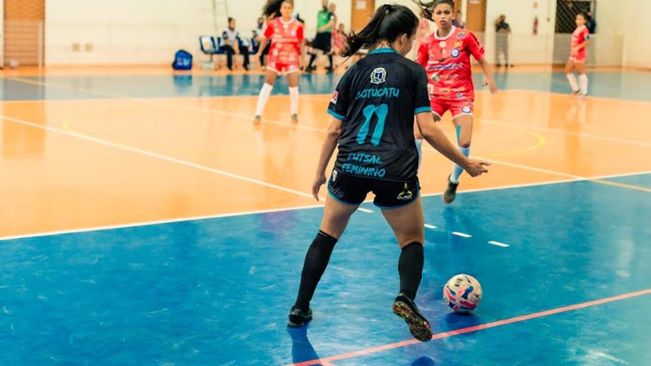 Futsal feminino vence Pirajuí com 4 gols de diferença. Uma goleada