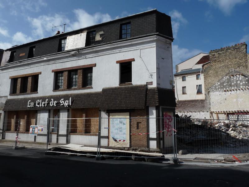 jean michel harel au bouquiniste les murs sont d truits le havre en normandie. Black Bedroom Furniture Sets. Home Design Ideas