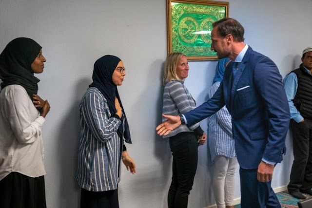 Norwegian Mosque Apologizes To a Prince After Three Women Refused to Handshake him