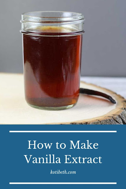 How to make vanilla extract.  Save money with this easy recipe. Pure vanilla extract makes a great gift! Use for baking for desserts or drinks. Make it with rum, vodka, or bourbon. Learn how to choose the best vanilla beans from Madagascar or Mexican beans Tahitian beans. Also includes what to do with your homemade vanilla extract and recipes to use your DIY home made vanilla in. #vanilla #extract #recipe