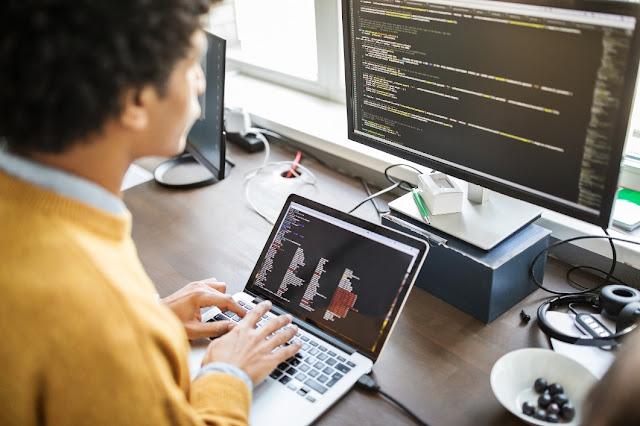 4. Menjadi programmer dan pembuat web