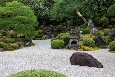 Taman Kecil Depan Rumah Bergaya Jepang