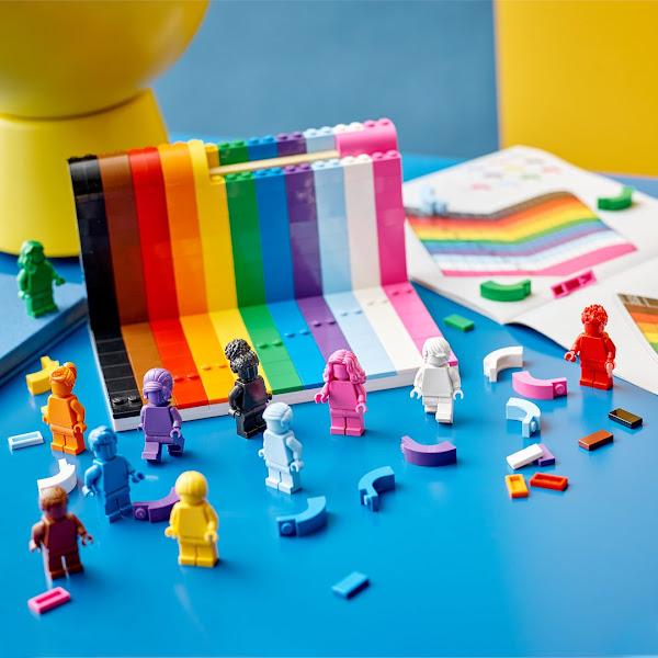 Lego lance une collection de figurines non-genrées aux couleurs LGBTQ+