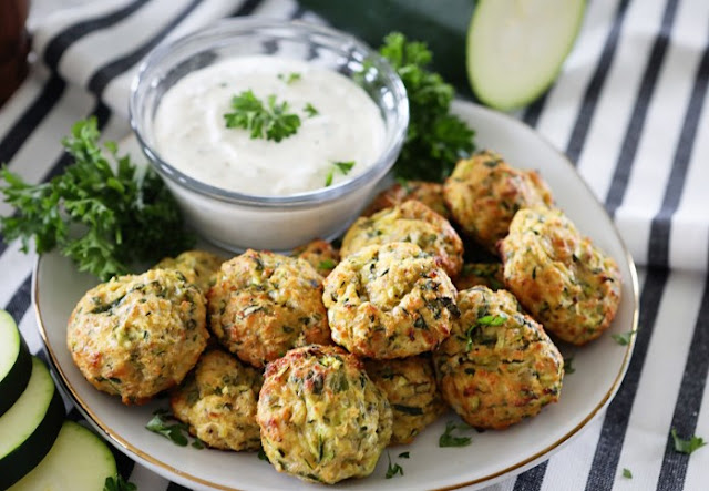 Cheesy Garlic Zucchini Bites #healthy #appetizers