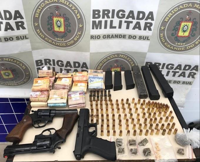 Homem bateu na esposa e foi preso em posse de um grande arsenal em Cachoeirinha