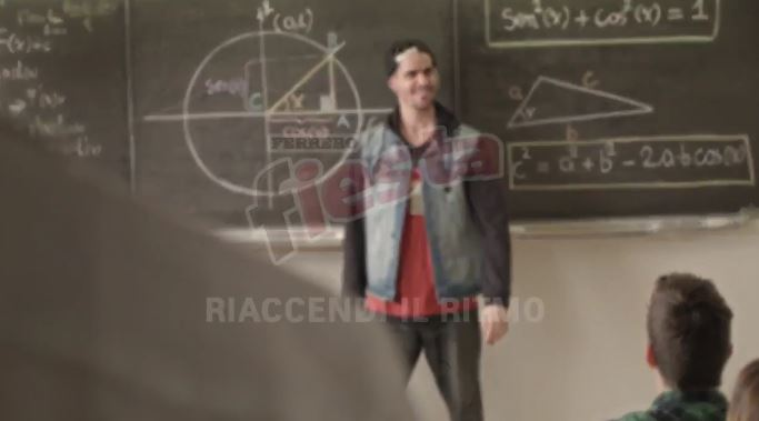 Attore e comico Fiesta pubblicità con rap trigonometrico con Foto - Testimonial Spot Pubblicitario Fiesta 2017