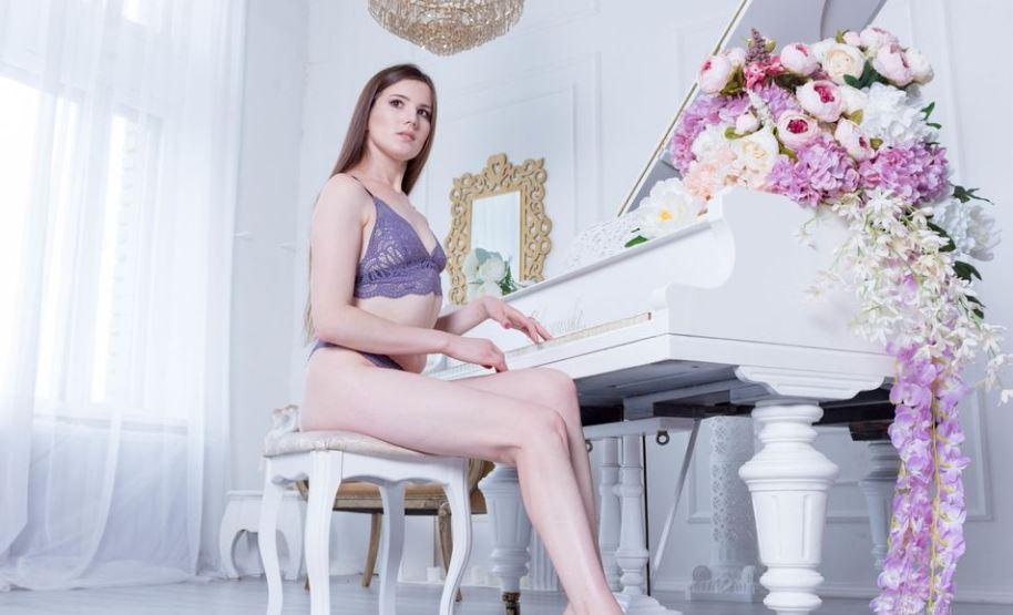 SarahShelbi Model GlamourCams