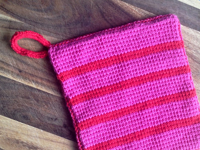 Free tutorial for contemporary style Tunisian Crochet pot holders, from Sarita Creative