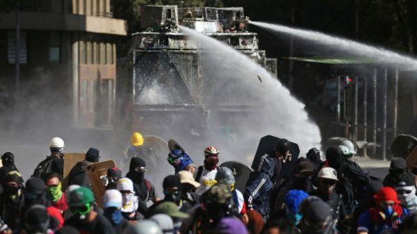 Carabineros reprimen nueva protesta pacífica en Chile