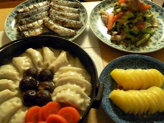 夕食の献立 献立レシピ 飽きない献立 餃子鍋セット イワシの塩焼き 野菜炒め