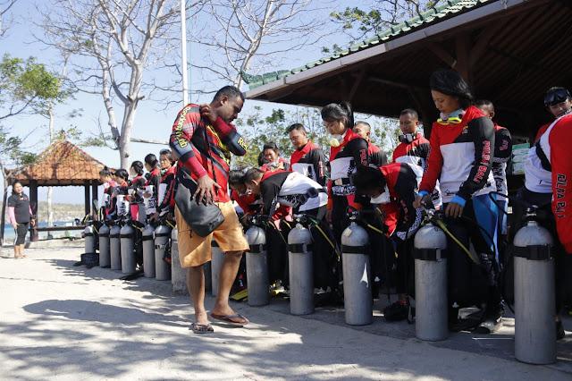 Pecahkan Guinness World Record, Tim Selam Polda Bali Menyelam Gandengan Tangan Dikedalaman 10 Meter