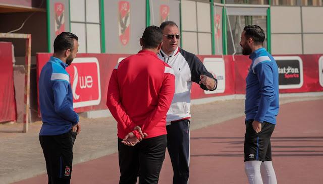 الخطيب يرفع معنويات لاعبي الأهلي عقب خسارة السوبر المصري وتحفيز بشأن مباراة القمة