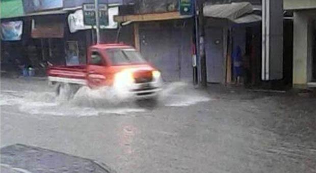 Drainase Tak Berfungsi, Ruas Jalan Pasar Ciamis Tergenang Air