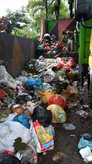 Sampah Menggunung, Armada Truk Ogah Ngangkut