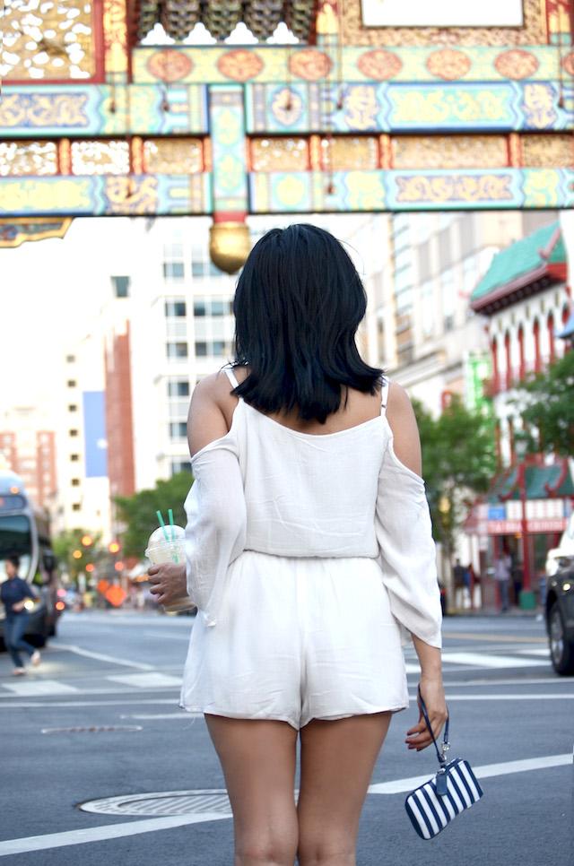 Sporty Chic-MariEstilo-Romper blanco-zapatillas-outfit con zapatillas-mangas campana-tendencia hombros descubiertos-armandhugon