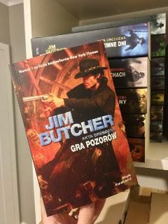 """Gra pozorów"" Jim Butcher, fot. paratexterka ©"